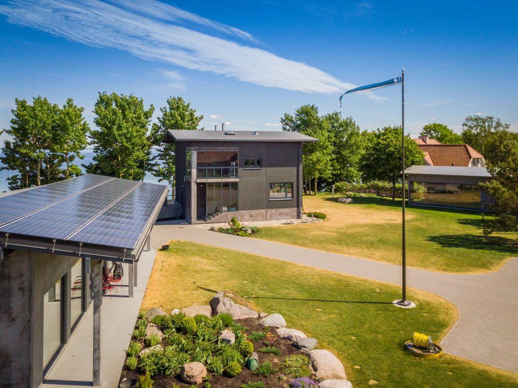 Mereäärne erilahendusega PVC katusega päikesejaam