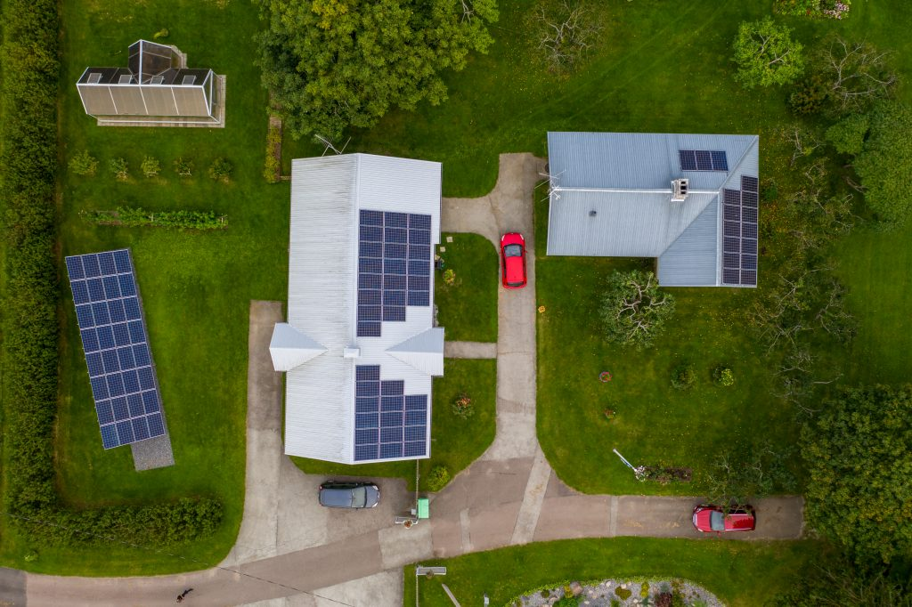 Erilahendustega autonoomne päikeseelektrijaam eramajale
