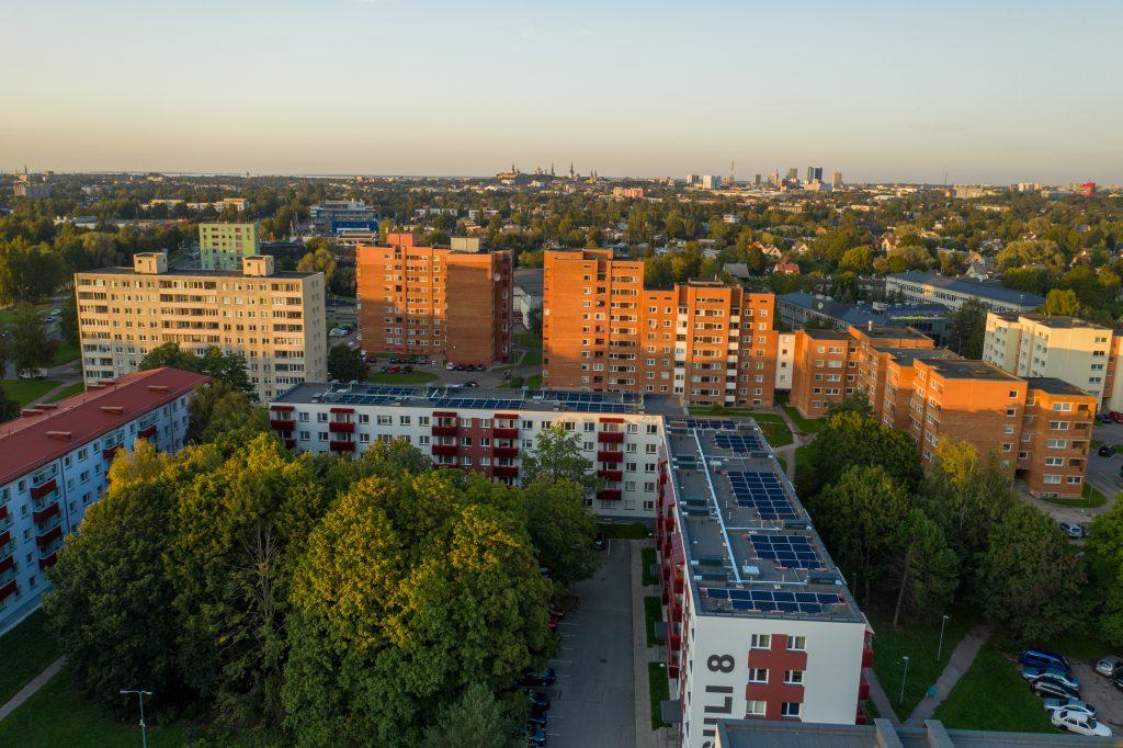 Lamekatustega kortermajade päikesejaamad Tallinnas
